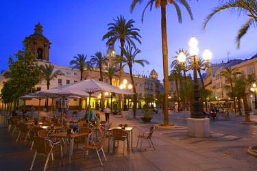 SPA6317AW Street cafe, Plaza San Juan de Dios and city hall, Cadiz, Costa de la Luz, Andalusia, Spain