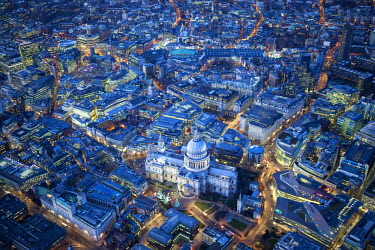 UK10910 Aerial view over St. Paul's Cathedral, London, England