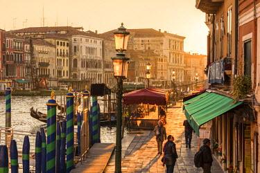 ITA3620AW Italy, Veneto, Venice. Walkway near Rialto bridge at sunset