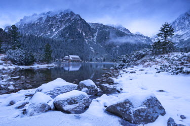 SLV1294AW Popradske Pleso lake and mountain cottage in wintertime, Slovakia, Europe.