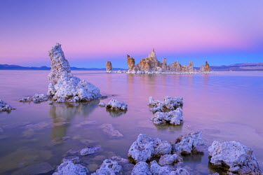 USA9409AW Tufa Towers on Mono Lake at sunset, California, USA. Autumn (October)