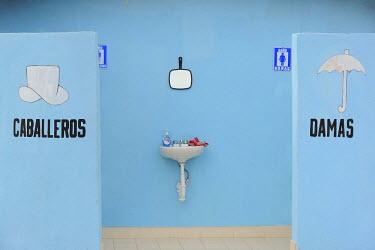 HMS0879519 Mexico, Baja California Sur State, Loreto region, Public toilet