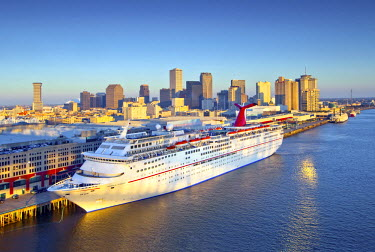 US37150 Louisiana, New Orleans, Port Of New Orleans, Cruise Ship, Mississippi River, Skyline