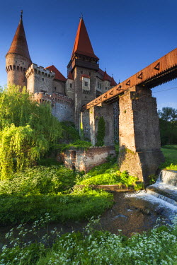 RM01432 Romania, Transylvania, Hunedoara, Corvin Castle, dawn