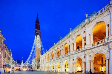 ITA3906 Europe, Italy, Veneto, Vicenza, Christmas decorations in Piazza Signori, clock tower on the Basilica Palladiana, Unesco World Heritage Site