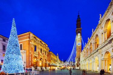 ITA3908 Europe, Italy, Veneto, Vicenza, Christmas decorations in Piazza Signori, clock tower on the Basilica Palladiana, Unesco World Heritage Site