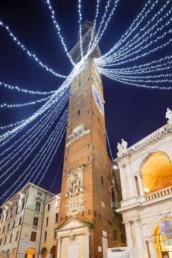 ITA3911 Europe, Italy, Veneto, Vicenza, Christmas decorations in Piazza Signori, clock tower on the Basilica Palladiana, Unesco World Heritage Site