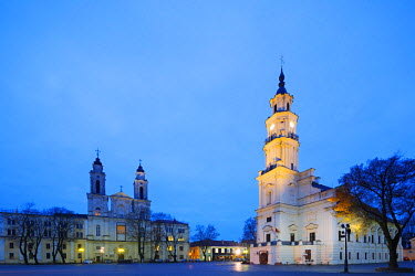 LIT1183 Europe, Baltic states, Lithuania, Kaunas, Church of St. Francis Xavier and Town Hall of Kaunas