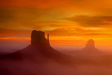 USA9464AW Sunrise view over the Mittens, Monument Valley Navajo Tribal Park, Arizona, USA