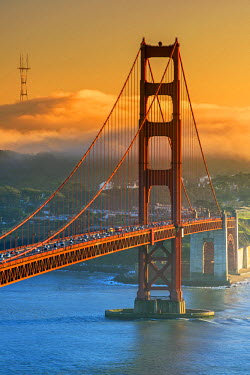 USA9508AW Sunset view over the Golden Gate with fog in the background, San Francisco, California, USA