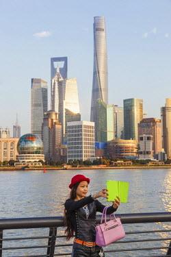TPX48564 China, Shanghai, The Bund, Pudong Skyline across the Huangpu River