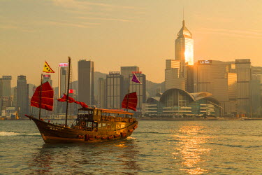 CH10416AW Aqua Luna junk boat and Hong Kong Island skyline at sunset, Hong Kong, China