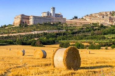 ITA4044AW Italy, Umbria, Perugia district, Assisi, Basilica of San Francesco.
