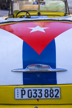 CB01643 Classic American car with  the Cuban flag painted in it's boot, Parque Central, Havana, Cuba