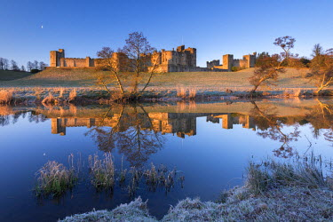 ENG12322AW Early morning sunshine illuminates Alnwick Castle in Northumberland, England. Winter