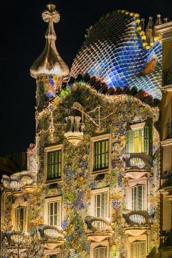 SPA6427AW Close-up view of the facade of Casa Batllo by Antoni Gaudi at night, Barcelona, Catalonia, Spain