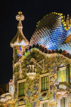 SPA6428AW Close-up view of the facade of Casa Batllo by Antoni Gaudi at night, Barcelona, Catalonia, Spain