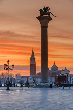 ITA4077AW Sunrise in Piazza San Marco with San Giorgio Maggiore Island in the background, Venice, Veneto, Italy