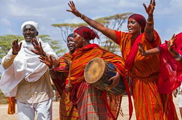 KEN9239 Kenya, Marsabit County, Kalacha.  A Borana man and women sing and dance at the annual Kalacha Festival.