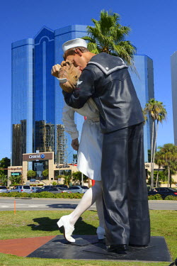 USA9647AW USA, Florida, Sarasota County, Sarasota, Unconditional surrender statue by Seward Johnson