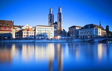 SWI7551 Switzerland, Zurich. Zurich historic quarter over the Limmat River.