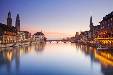 SWI7557 Switzerland, Zurich. Zurich historic quarter over the Limmat River.