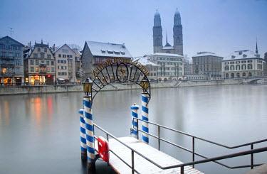 SWI7562 Switzerland, Zurich. Zurich historic quarter over the Limmat River.