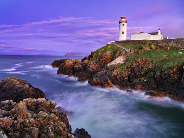 IRL0184AW Ireland, Co.Donegal, Fanad, Fanad lighthouse at dusk