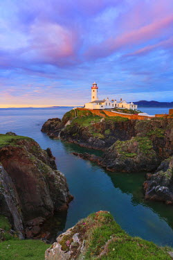IRL0198AW Ireland, Co.Donegal, Fanad, Fanad lighthouse at dusk