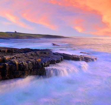 IRL0271AW Ireland, Co.Sligo, Mullaghmore, coastline at dusk
