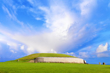 IRL0274AW Ireland, Co.Meath, Newgrange, stone age passage tomb