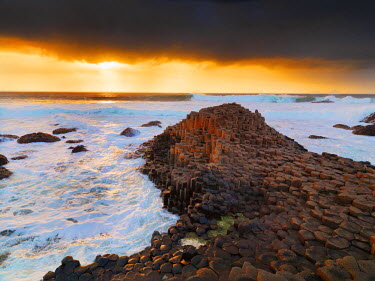 NIR8829AW Northern Ireland, County antrim, Giants causeway at sunset