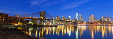 US60383 USA, New York City, Downtown Financial district of Manhattan, One World Trade Center and the Brooklyn Bridge