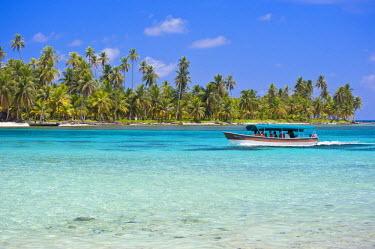 HMS0620668 Panama, San Blas archipelago, Kuna Yala autonomous territory, Achutupu island Los Perros, one of 378 islands