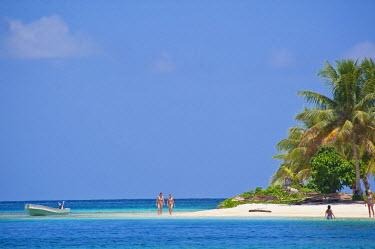 HMS0620670 Panama, San Blas archipelago, Kuna Yala autonomous territory, Achutupu island Los Perros, one of 378 islands