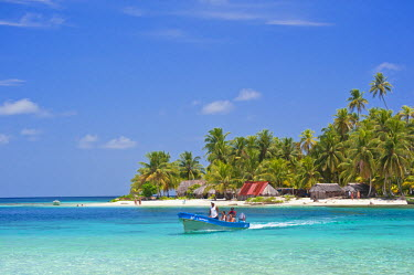 HMS0620671 Panama, San Blas archipelago, Kuna Yala autonomous territory, Achutupu island Los Perros, one of 378 islands