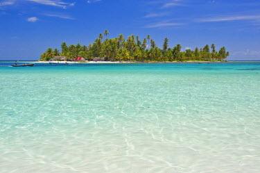 HMS0620674 Panama, San Blas archipelago, Kuna Yala autonomous territory, Achutupu island Los Perros, one of 378 islands