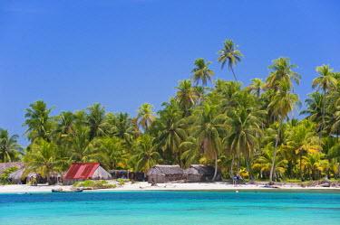 HMS0620675 Panama, San Blas archipelago, Kuna Yala autonomous territory, Achutupu island Los Perros, one of 378 islands