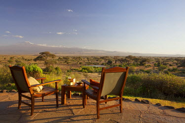KEN9341 Kenya, Amboseli National Park, Tortilis Camp. Sundowner set for two, overlooking Mount Kilimanjaro.