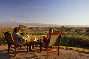 KEN9342 Kenya, Amboseli National Park, Tortilis Camp. Sundowner overlooking Mount Kilimanjaro.