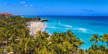 CB02429 Cuba, Varadero, View over Varadero beach towards Xanadu mansion