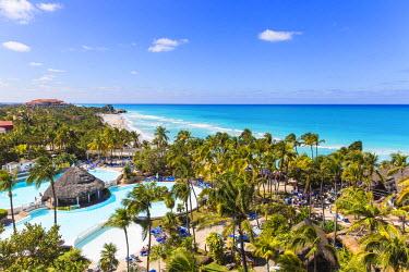 CB02416 Cuba, Varadero, View over Melia Varadero Hotel swimming pool towards Xanadu mansion