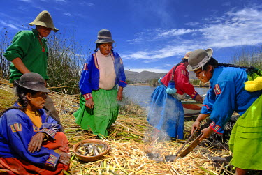 HMS0301855 Peru, Puno Province, Titicaca lake, floating islands of Uros, the inhabitants live off dried fish barter which they exchange for vegetables and pottery