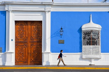 HMS0554254 Peru, La Libertad province, north coast, Trujillo, Plaza de Armas, wrought iron window of the house Urquiaga, colonial mansion where Simon Bolivar lIstd
