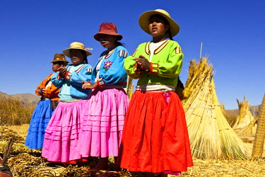 HMS0613097 Peru, Puno province, descendants of the indians Uros live on totora floatting islands on the Titicaca lake, mainly from the tourism