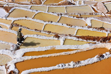 HMS0891733 Peru, Cuzco Province, Incas sacred valley, Maras salt marshes in terrace near Urubamba