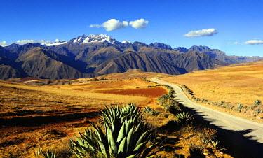 HMS0891758 Peru, Cuzco Province, Incas sacred valley, Andes landscape near Moray