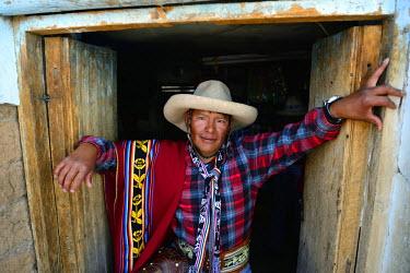 HMS1394131 Peru, Cuzco province, Livitaca, Feria de San Sebastian, which meets all the Indian communities in the region, man in traditional dress Chumbivilcas
