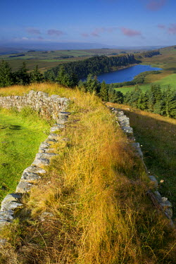 EU33BJN0292 Dawn at Hadrian's Wall near the Roman fort at Housesteads, Northumberland, England