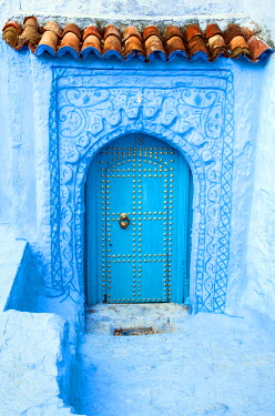 MOR2215AW Blue-washed streets and doors of Chefchaouen, Morocco